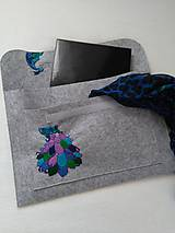 Na notebook - Páví (ručne vyšívaný obal na notebook) - 11823329_