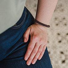 Náramky - SNAKE tmavohnedý elegantný náramok s kovovým leskom - 11820916_