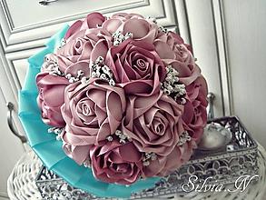 Dekorácie - Kytica saténovývh ruží. - 11826437_