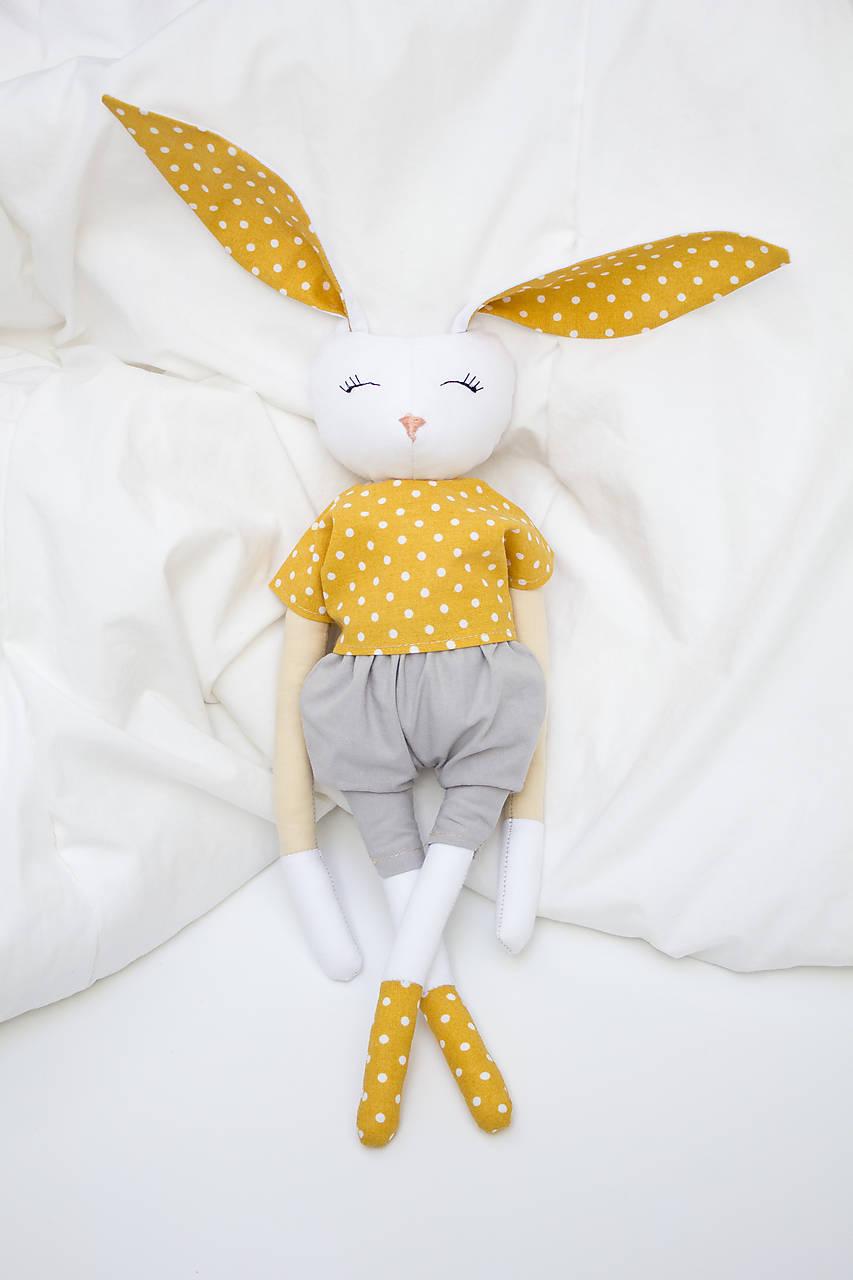 Hračky - Okrový bodkovaný zajačik - 11831807_
