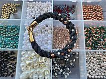 Náramky - Antracitový náramek pošitý korálky - 11839038_