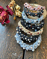 Náramky - Béžový náramek pošitý perlami - 11839150_