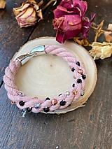 Náramky - Pudrový náramek pošitý perlami - 11839267_