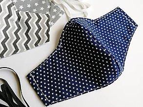 Rúška - Pánske / mužské / UNISEX tvarované RÚŠKO s drôtikom (Hviezdičky na modrej) - 11842810_