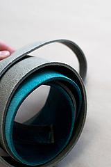 Zbytková koža sivá&modrá melírovaná