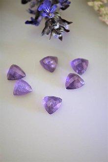 Minerály - ametyst kabošony 10mm - brúsené triangle - 11845187_
