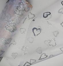 Galantéria - Biela organza s glitrami - srdiečka strieborné - 11848481_