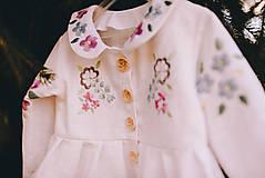 Detské oblečenie - Vyšívaný ľanový kabátik - 11851555_