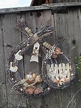Dekorácie - Jarná závesná dekorácia na chalupu - z gazdovského dvora - 11857236_
