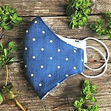 Rúška - *NOVÝ EŠTE LEPŠÍ STRIH* dvojvrstvové rúško 100 % ľan/bavlnený úplet, Modré bodky - 11858250_