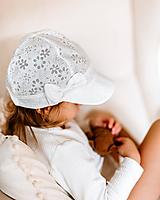 Detské čiapky - Ultratenká šiltovka ivory kvietočky - 11862299_