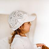 Detské čiapky - Ultratenká šiltovka ivory kvietočky - 11862304_
