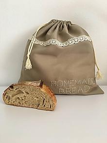 Úžitkový textil - Vrecko na chlieb z ľanového plátna s ručnou výšivkou a bavlnenou krajkou - 11868531_