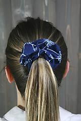 Ozdoby do vlasov - modrotlačová gumička scrunchie 2 - 11868142_