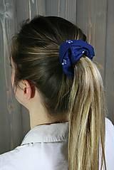 Ozdoby do vlasov - modrotlačová gumička scrunchie 5 - 11868159_