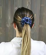 Ozdoby do vlasov - modrotlačová gumička scrunchie 7 - 11868169_