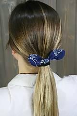 Ozdoby do vlasov - modrotlačová gumička lístočky 1 - 11868174_