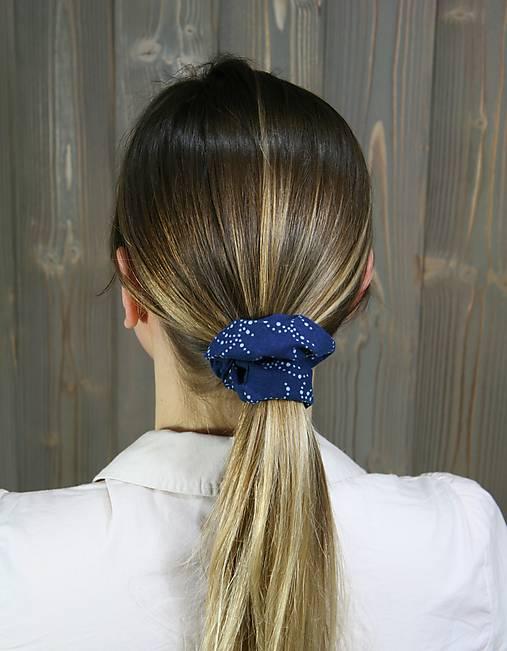 modrotlačová gumička scrunchie 4
