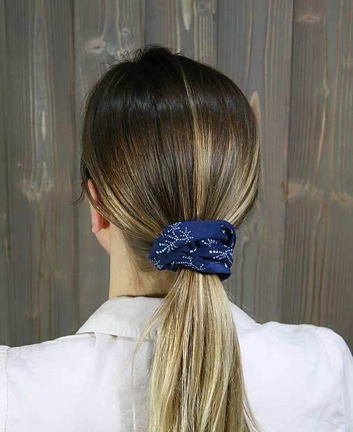 modrotlačová gumička scrunchie 6