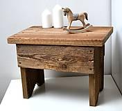 Starý drevený stolec