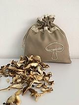 Úžitkový textil - Vrecúško na huby z ľanového plátna s ručnou výšivkou a bavlnenou krajkou - 11873933_