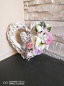 Dekorácie - Kvetinové ružovo-fialkové srdiečko - 11872496_