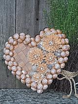 Dekorácie - srdce z orechových škrupiniek - 11878614_