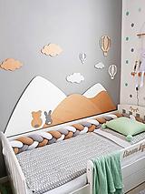 Drevená zástena za posteľ kopce biele, šírka 160cm