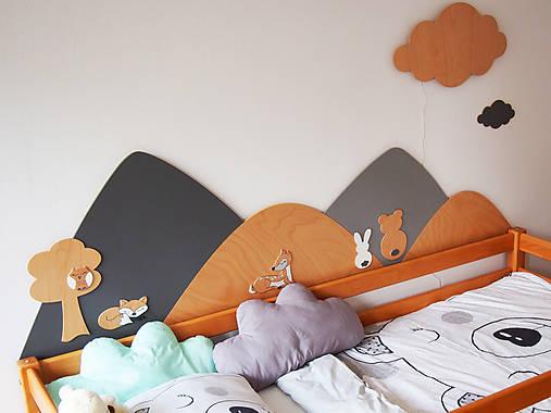 Drevená zástena za posteľ kopce, šírka cca 200 cm