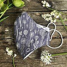 Rúška - *NOVÝ EŠTE LEPŠÍ STRIH* dvojvrstvové mušelínové rúško 100 % bavlna, Šedé kvetinky (L) - 11880631_