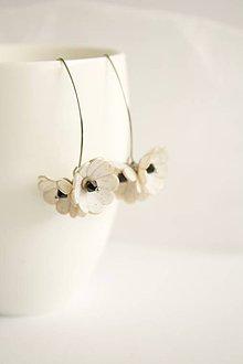 Náušnice - Kvetinové Tanečnice, biele. Chirurgická oceľ - 11879284_