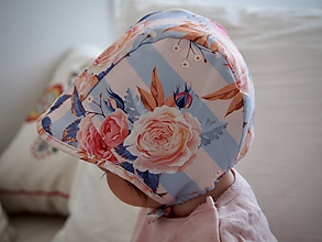Detské čiapky - Čepček s ružami a modro-bielymi pásikmi - 11878777_