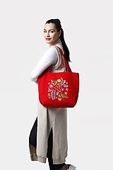 Veľké tašky - Kabelka stredne veľká červená s výšivkou - 11882659_