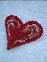 Odznaky/Brošne - Plstená brošňa- Horúce srdce - 11886485_