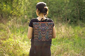 Batohy - Batoh z autorské látky - luční kvítí, černá - 11890374_