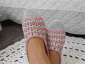 Obuv - Háčkované papuče v pastelových farbách - 11891151_