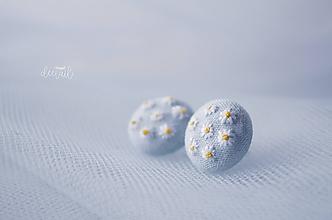 Náušnice - Sedmokrásky na sv.modrom - malé - 11894630_