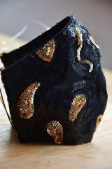Rúška - Rúško na tvár TAJOMSTVO NOCI  (spodná časť 19 cm, horná časť 22 cm, nos - brada 15 cm - Čierna) - 11895321_