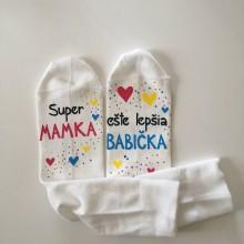 """Obuv - Maľované biele ponožky s nápisom : """"Super MAMA/MAMKA/ ešte lepšia BABIČKA"""" (2) - 11895467_"""