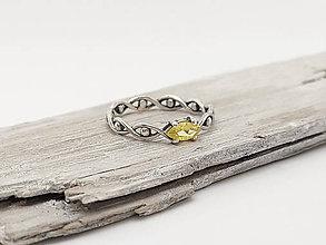 Prstene - 925/1000 Strieborný prsteň s prírodným žltým zafírom - 11898484_