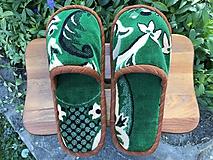 Obuv - Zelené papuče so vzorom - 11896956_