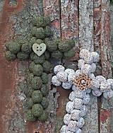 Dekorácie - Krížik - biely s kvietkom na chalupu - 11906028_