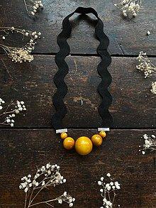 Náhrdelníky - Žluté korále na černé vlnce - 11904737_