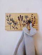 Nábytok - Kuchynský vešiačik s bylinkami - 11906337_