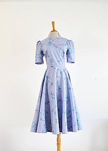 Šaty - Šaty s kruhovou sukňou a vyšívaným dezénom - 11907502_