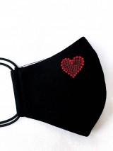 Čierne rúško 2-vrstvové s výšivkou Srdiečko