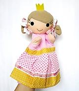 Maňuška princezná - v sukienke z cukrovej vaty... bodkovej ;-)