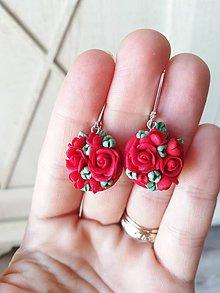 Náušnice - Kvetinové náušnice v červeno zelenej farbe - 11912280_
