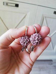 Náušnice - Kvetinové náušnice v jemnej antickej ružovej farbe - 11912380_