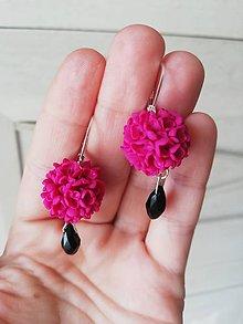 Náušnice - Kvetinové náušnice magentovej farbe - 11912399_
